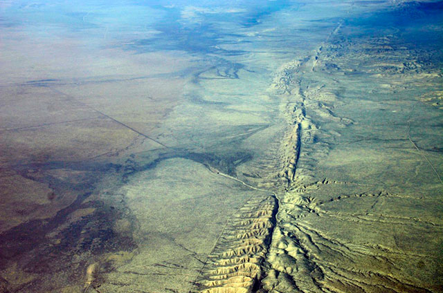 San-Andreas-fault-Kluft-photo-Carrizo-Plain-Nov-2007-Img_0327-1024x683