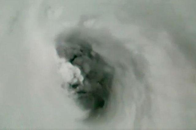 Un-rostro-espeluznante-es-captado-dentro-del-huracán-Irma